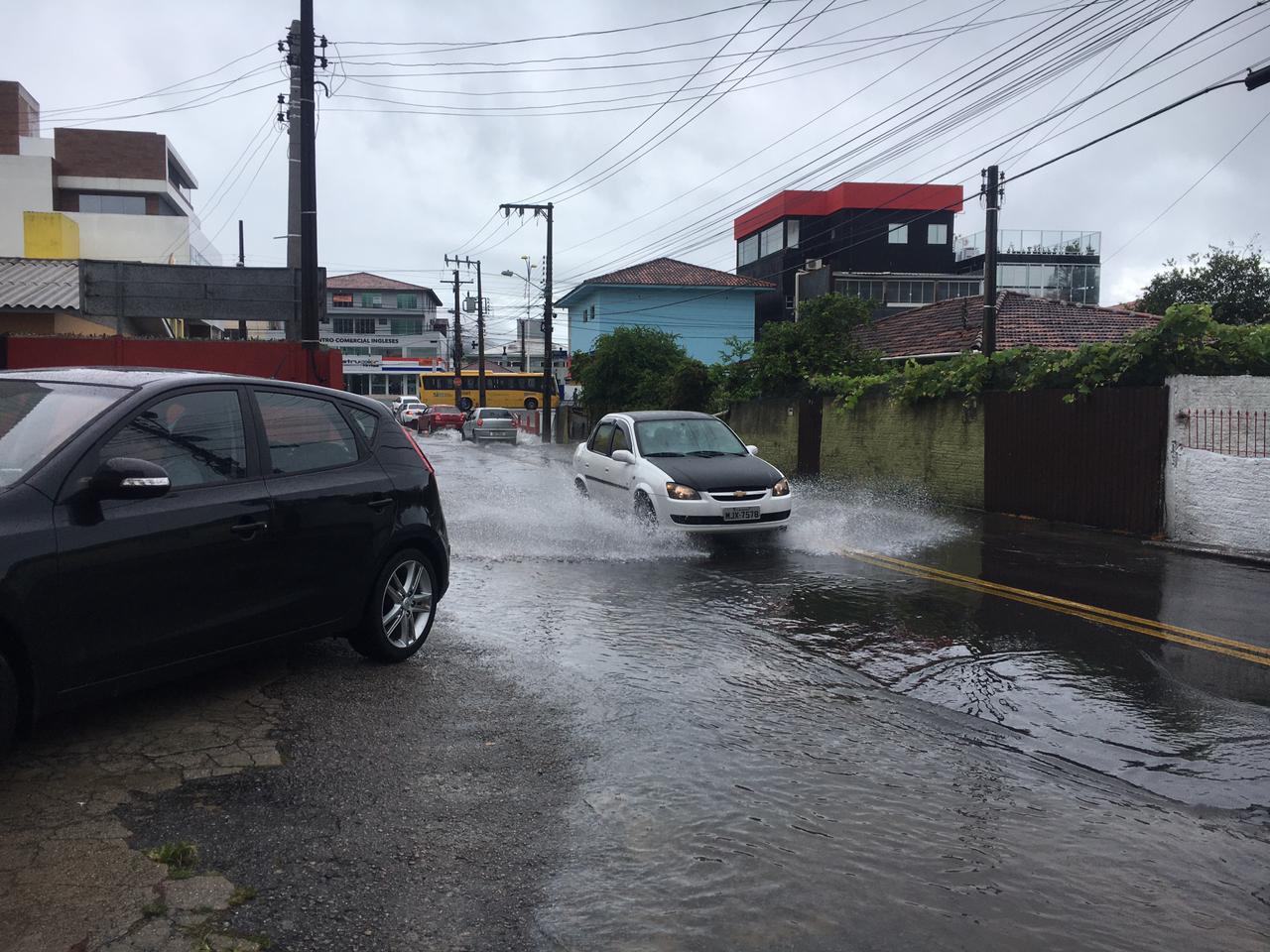 Região dos Ingleses, no Norte da Ilha, amanhaceu alagada - Ana Vaz/Divulgação/ND
