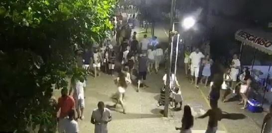 Virada do ano atraiu centenas de pessoas para o calçadão da praia - SSP/Divulgação/ND