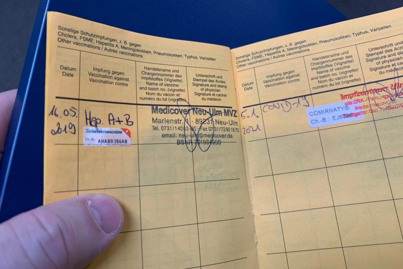 Ivanor exibe carteira de vacinação com registro da vacina contra Covid-19 – Foto: Arquivo Pessoal