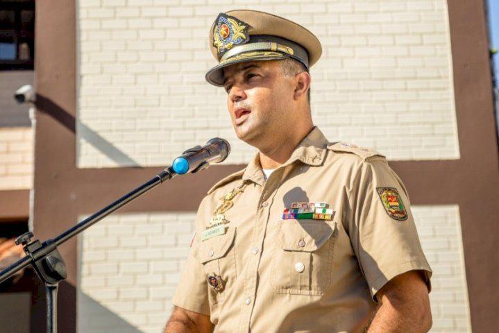 Tenente-coronel Jefferson Schmidt durante comemoração dos 33 anos de fundação do 10º BPM – Foto: Divulgação / PM Blumenau