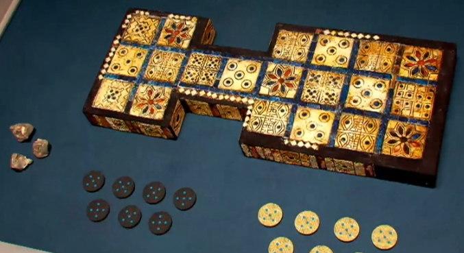 Jogo real de Ur: Esses tabuleiros surgiram no Século XXVI A.C. e um deles ainda está exposto no Museu Britânico, em Londres – Foto: Record TV/Divulgação