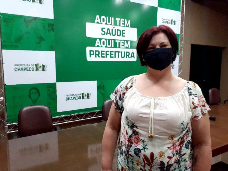 Julia Copetti, a primeira moradora de Chapecó imunizada contra Covid-19 – Foto: Carol Figueiredo/ND