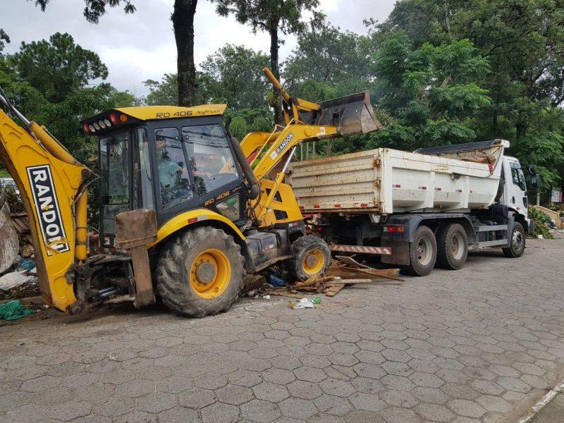 Equipes do município realizam limpeza no Morro das Pedras – Foto: PMF/Divulgação/ND