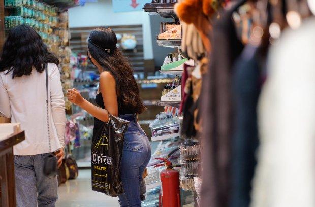 Para provar roupas em lojas é necessário seguir as regras conforme decreto – Foto: Ricardo Wolffenbüttel/Secom/ND