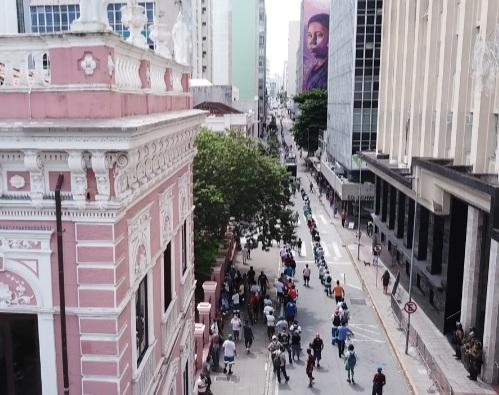 Manifestação de grevistas da Comcap em frente à prefeitura de Florianópolis – Foto: Marcelo Feble/drone/NDTV