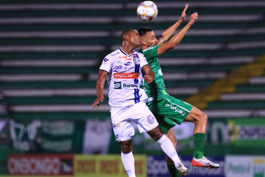 Chapecoense garantiu o título inédito do Campeonato Brasileiro da Série B por um placar de 3 a 1 para cima do time do Confiança. - Márcio Cunha/ACF/Divulgação