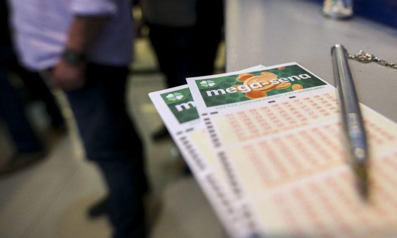 Apostas custam R$ 4,50 e podem ser feitas até as 19h nas casas lotéricas de todo o país – Foto: Marcelo Camargo/Agência Brasil/ND