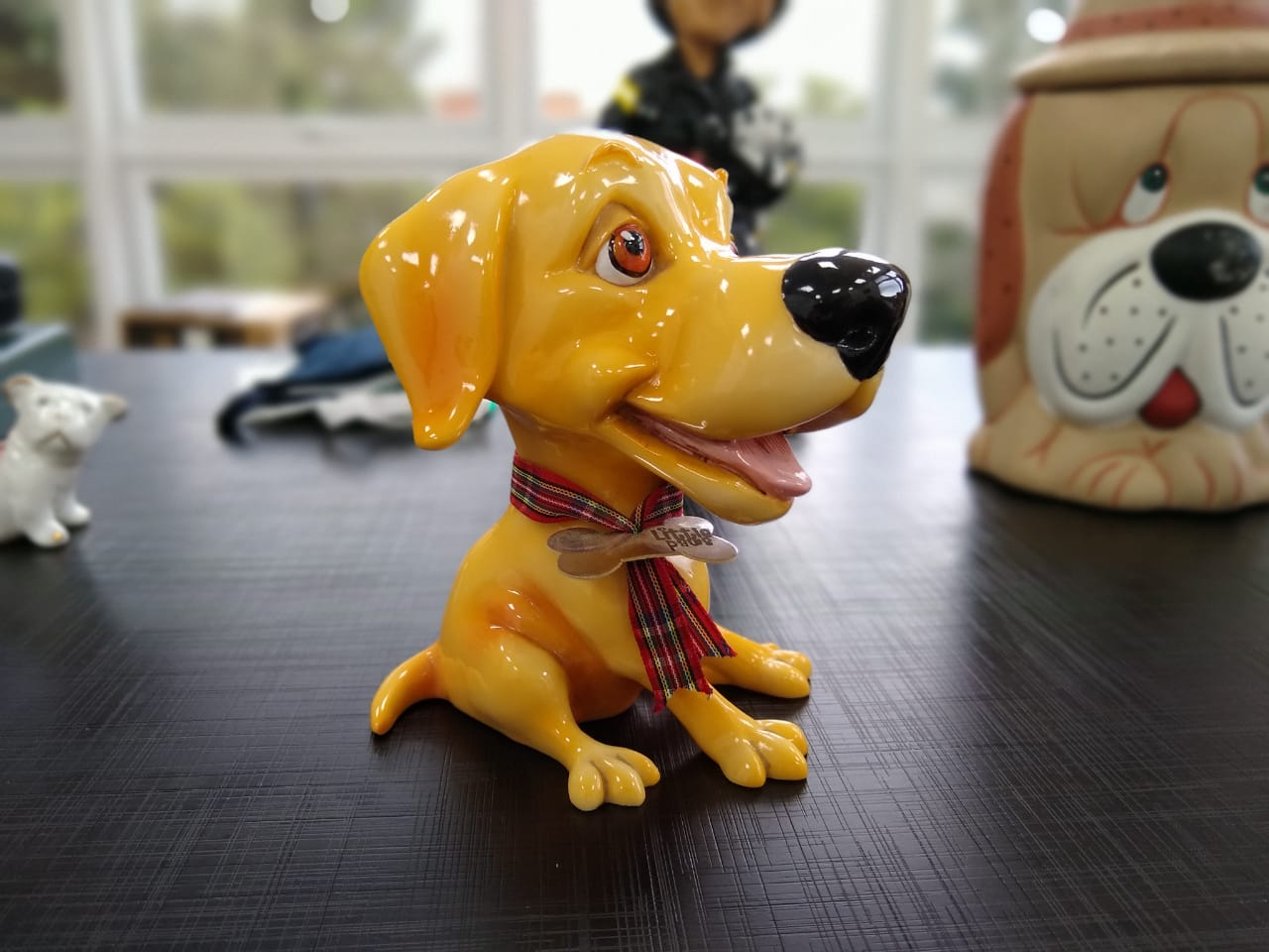 Cão de porcelana veio da Alemanha, um presente recebido por Parizotto de um juiz de certificação de cães - Carolina Debiasi/ND