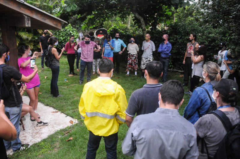 Moradores e representantes da Casan estiveram frente a frente novamente, mas em clima amistoso. Foto: Leo Munhoz/ND