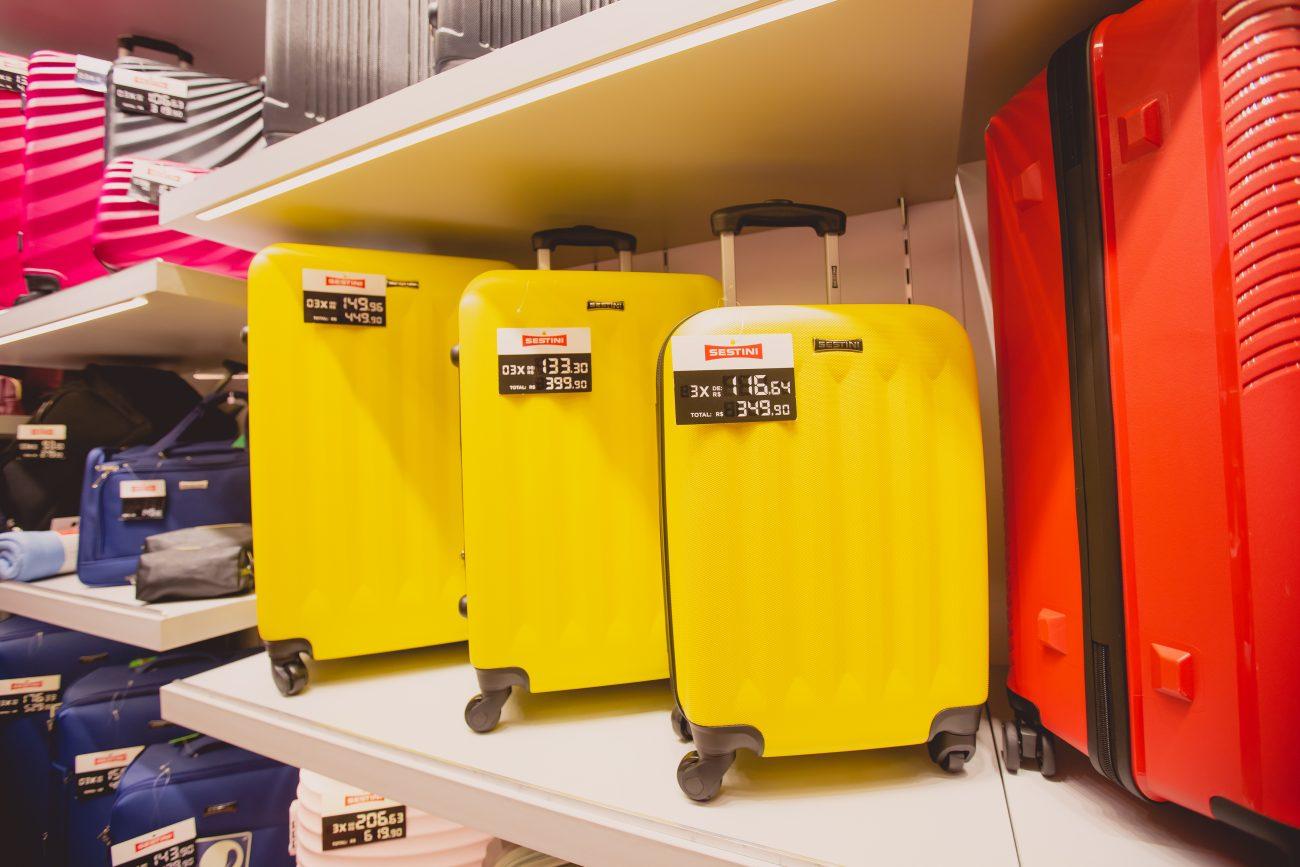 Malas amarelas: Pequena: R$ 349,90, Média: R$ 399,90, Grande: R$ 449,90. - isislacombe.com/ND