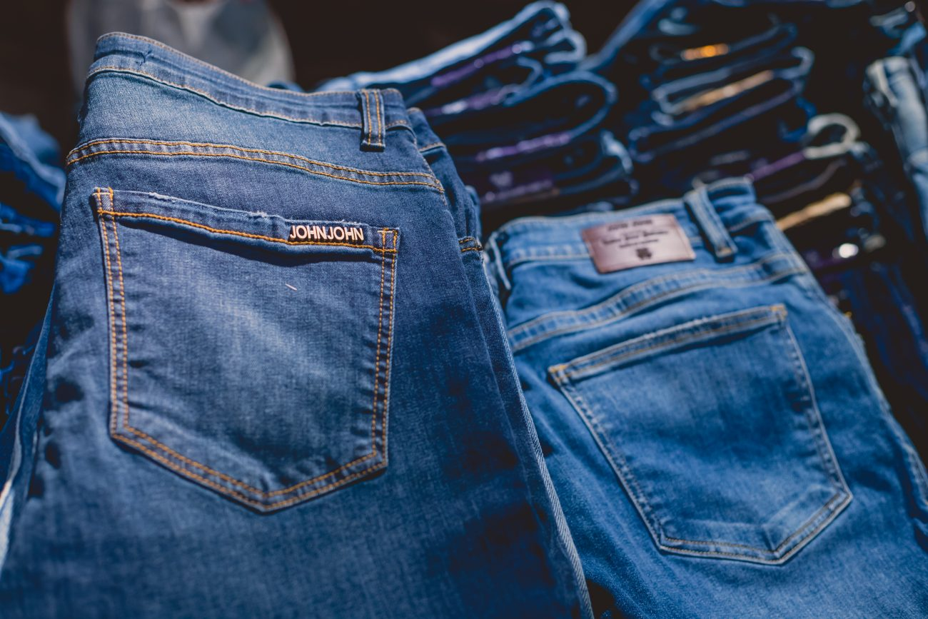 Calça jeans R$ 268,00 - ISISLACOMBE.COM/ND