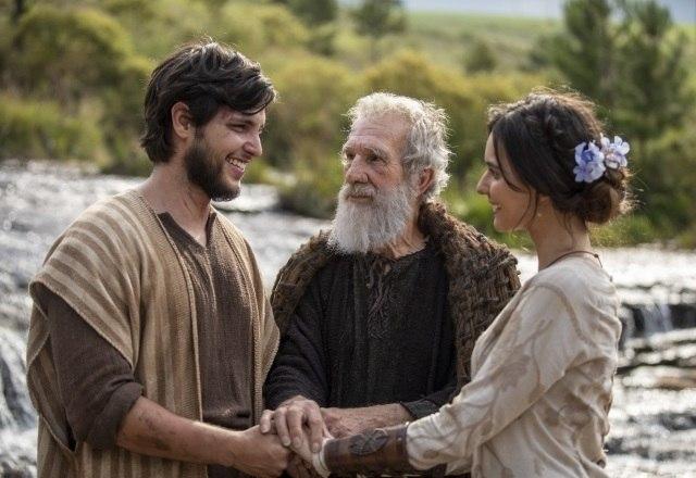Noé pede para a família confiar nos planos de Deus – Foto: Record TV/Reprodução