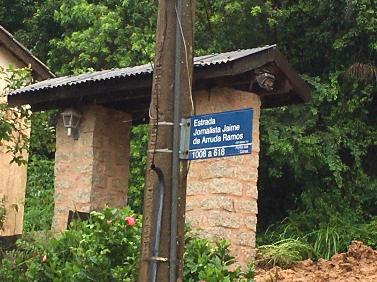A estrada jornalista Jaime de Arruda Ramos, onde fica a pousada, é considerada uma via importante em Ponta das Canas. - Ana Vaz/ND