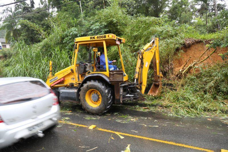 Chuva causou deslizamentos e quedas de árvores em Joinville – Foto: Prefeitura de Joinville/Divulgação