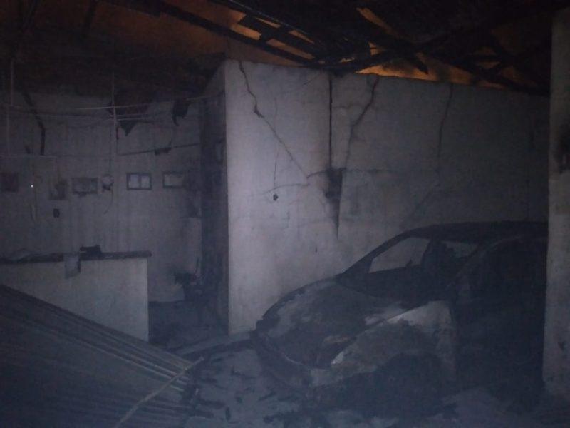 Cerca de dez mil litros de água foram usados para combater as chamas – Foto: CBM/Divulgação