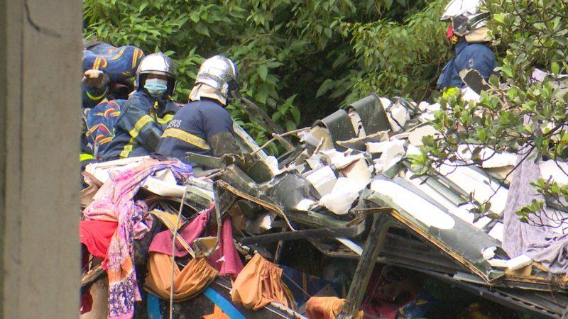Parte superior da frente do ônibus ficou completamente destruída – Foto: Ricardo Alves/NDTV