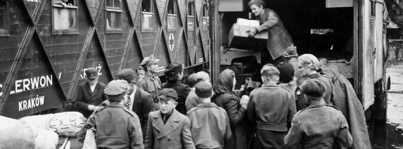 "Perfil no Twitter acompanha Segunda Guerra Mundial em ""tempo real"" - Museums Victoria on Unsplash"