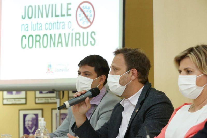 Prefeito Adriano Silva participou de coletiva de imprensa nesta quinta-feira (14) sobre vacinação na cidade – Foto: Rogério da Silva/Prefeitura de Joinville