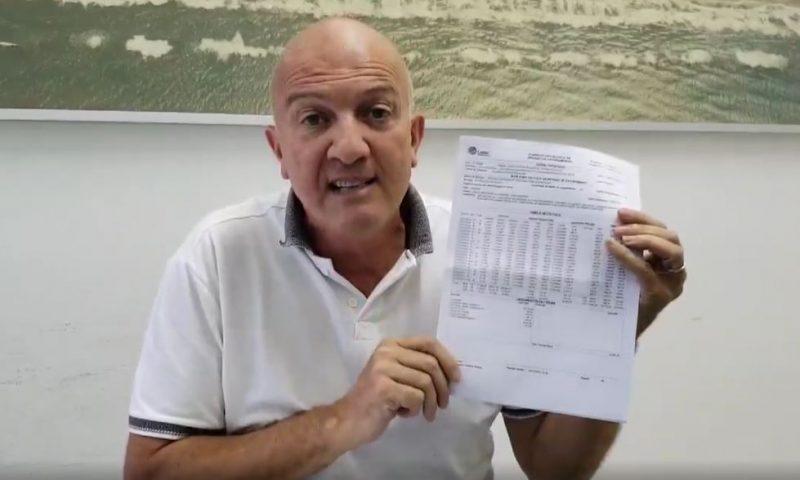 Prefeito de Arroio da Silva mostra notificações e multas da Celesc