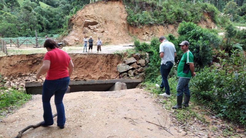Ponte foi totalmente destruída – Foto: Prefeitura de Anitápolis/Divulgação/ND