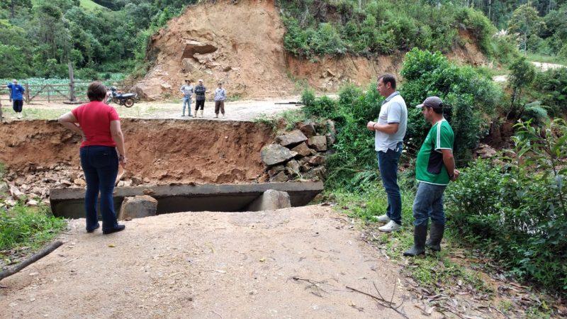 Prefeitura analisa pontos críticos da cidade após as chuvas desta quinta – Foto: Prefeitura de Anitápolis/Divulgação/ND