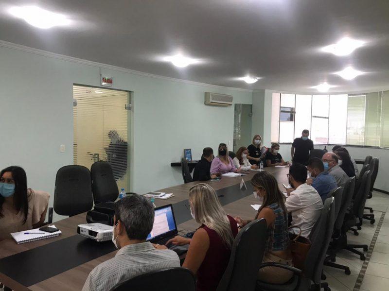 Reunião na Amfri discutiu, entre outros assuntos, os planos municipais de vacinação. – Foto: Kassia Salles/ND