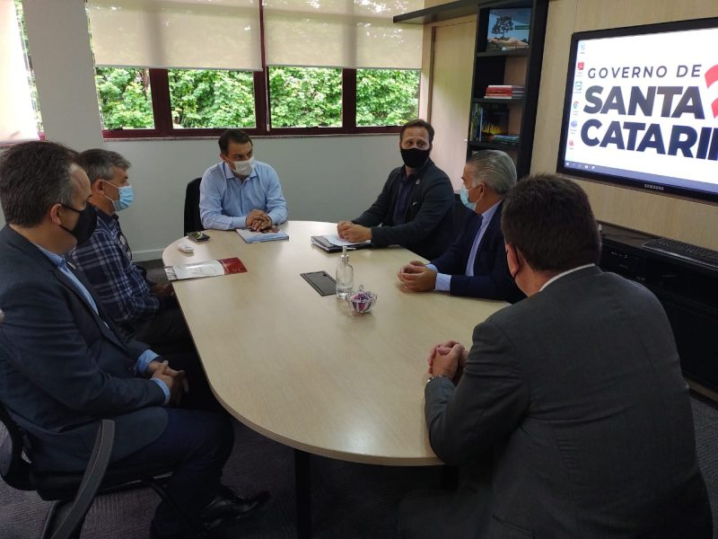 Reunião entre empresários, prefeito Adriano Silva e governador Carlos Moisés ocorreu na terça-feira (27) – Foto: Governo do Estado/Divulgação