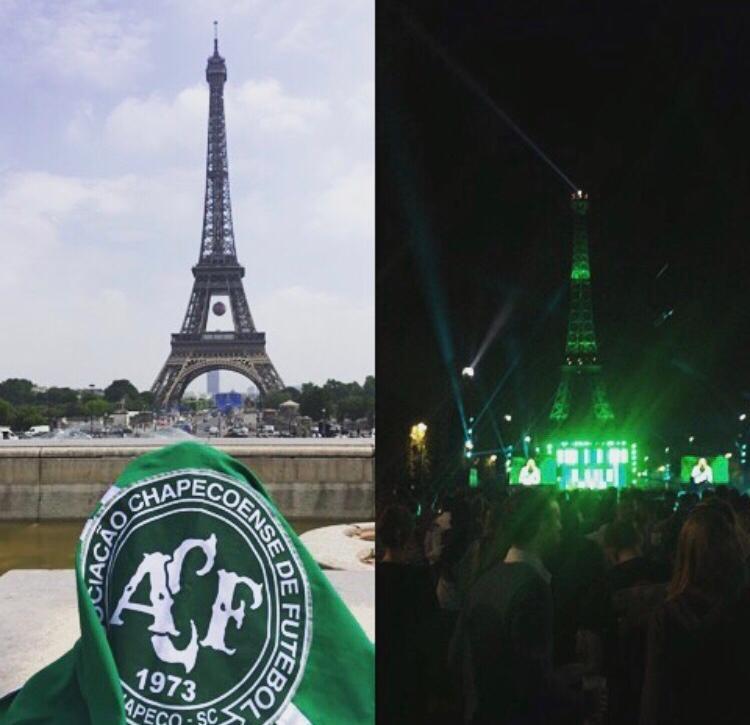 Torre Eiffel, quando ficou iluminada de verde em homenagem a chape logo após o acidente de avião, onde 71 vidas foram perdidas. – Foto: Torre Eiffel/ND