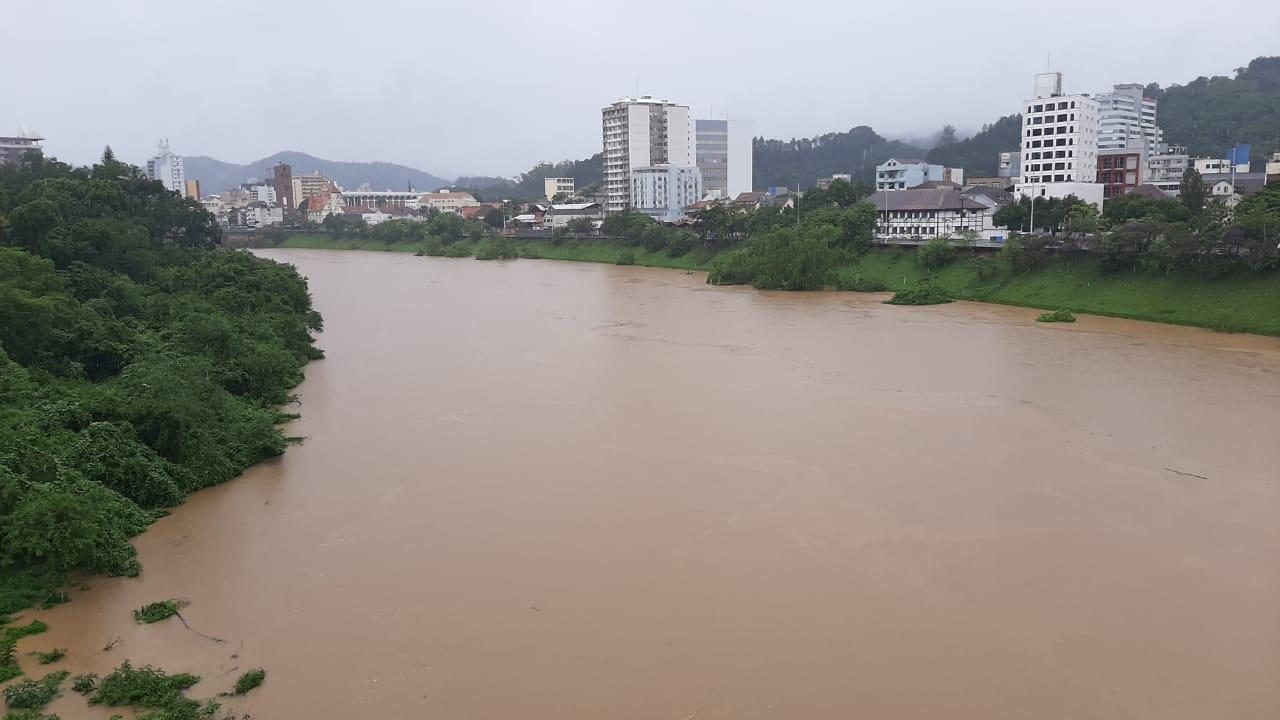 Rio Itajaí-Açu chega a 6 metros em Blumenau, que entra em alerta - Bruno César/ND Mais