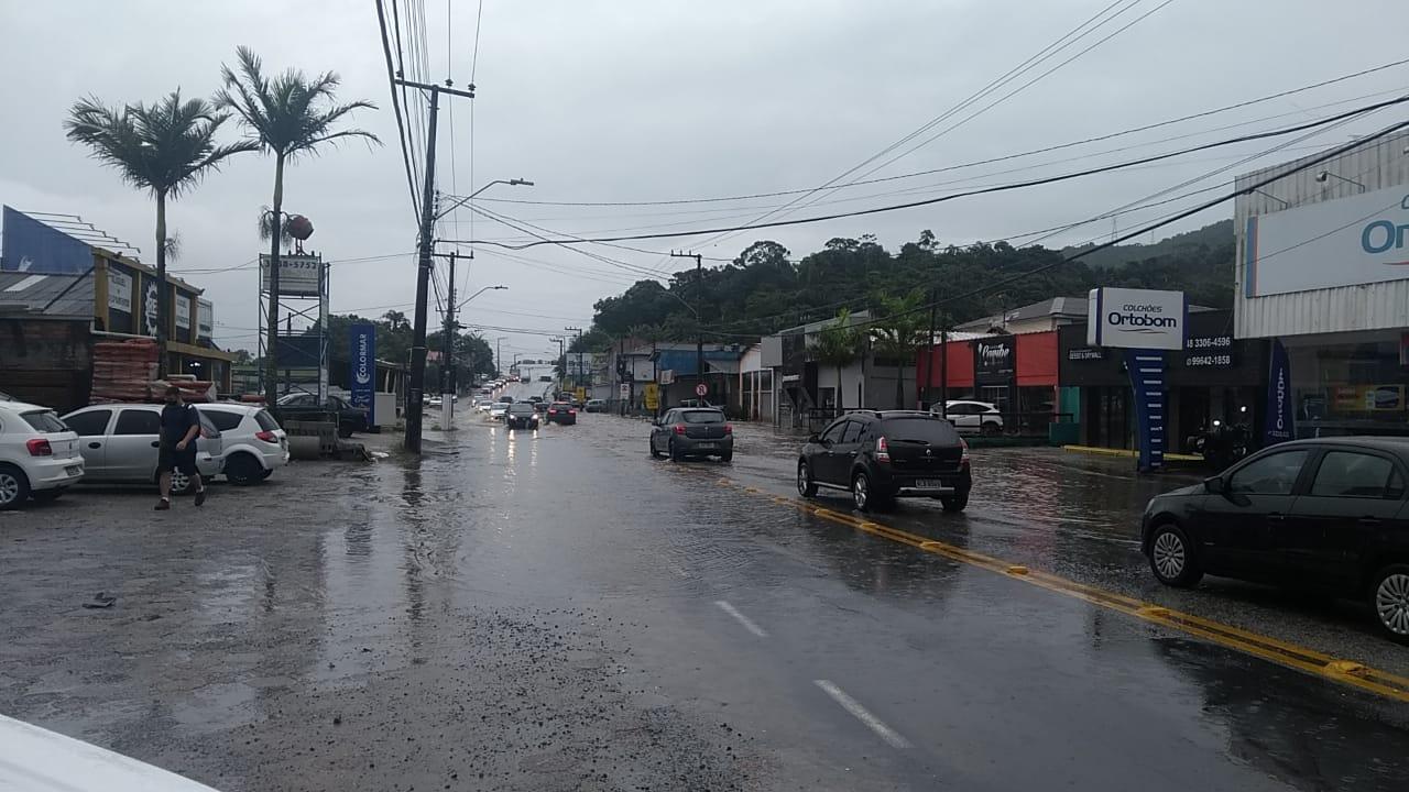 Alagamentos são registrados a partir do km 1000, na SC-405, em Florianópolis - Divulgação/ND