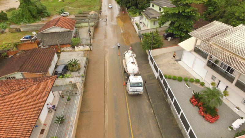 Prefeitura trabalha para reparar ruas alagadas no município – Foto: Prefeitura de Santo Amaro da Imperatriz/Divulgação/ND