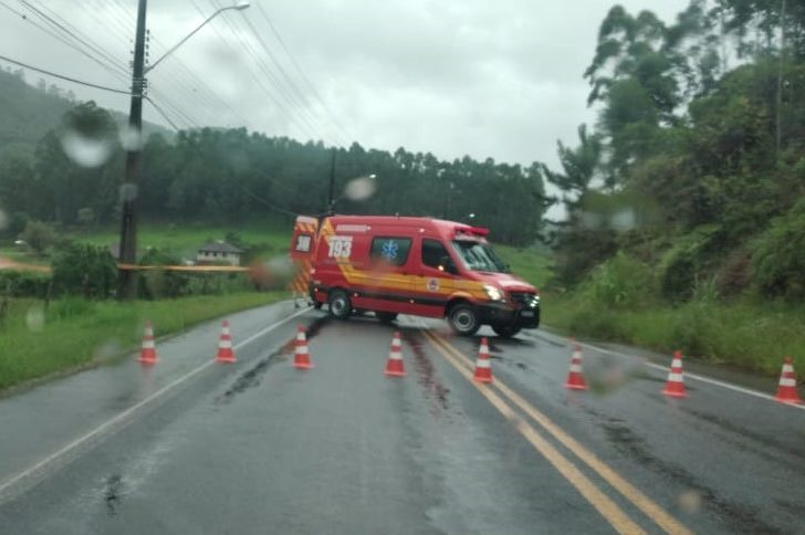 Deslizamento de terra interdita a rodovia SC-110, entre Timbó e Pomerode – Foto: Divulgação / Redes Sociais