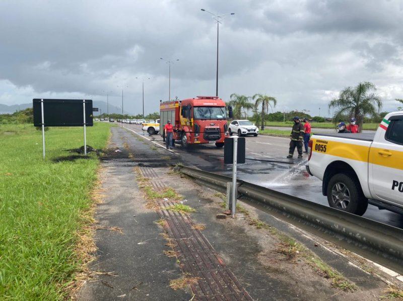 A SC-401 estava limpa cerca de 30 minutos, após protesto que pediu justiça por Adriano Lima dos Santos, o Naninho – Foto: Divulgação/ND