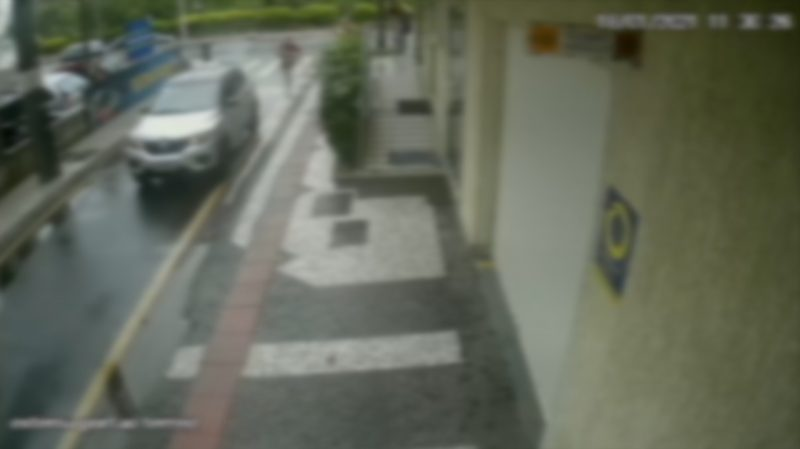 Vídeo mostra momento em que motorista de aplicativo arranca com criança dentro do carro. – Foto: Reprodução/ND