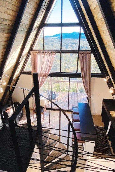 E faz a linha cabana de luxo - Reprodução/Airbnb