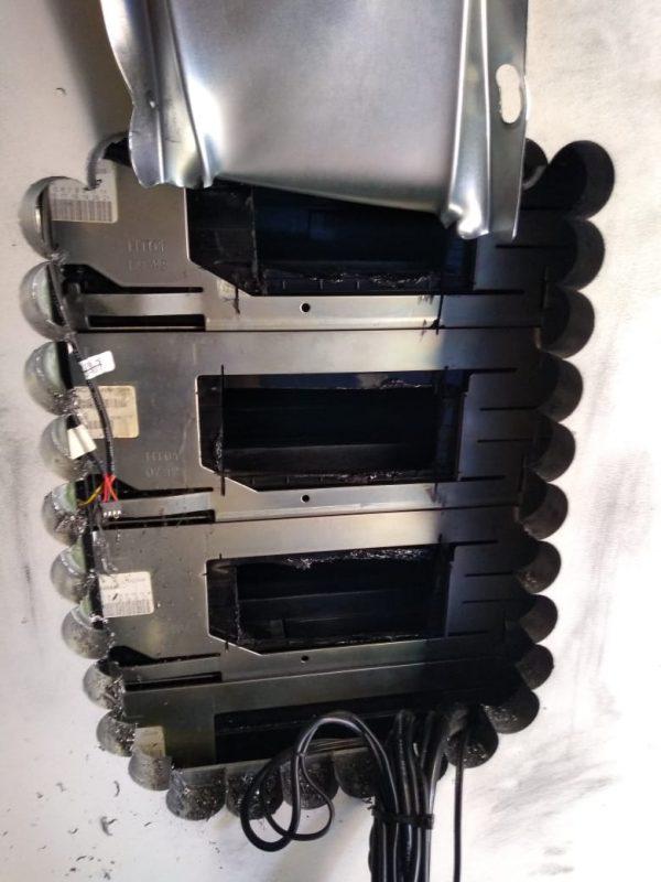 Imagem mostra como fica o caixa eletrônico após a tática usada pelos suspeitos – Foto: Polícia Civil/Divulgação