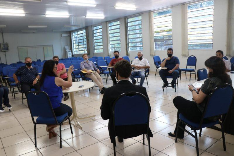 Na terça-feira (19), Secretaria de Educação se reuniu com transportadores escolares – Foto: PMC/Divulgação