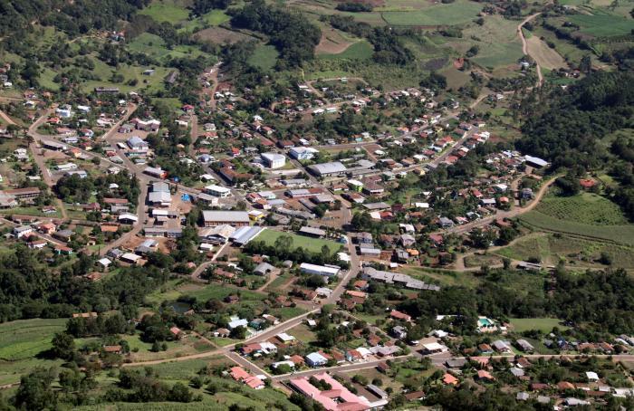 mostrar a visão aérea do pequeno município de tunápolis