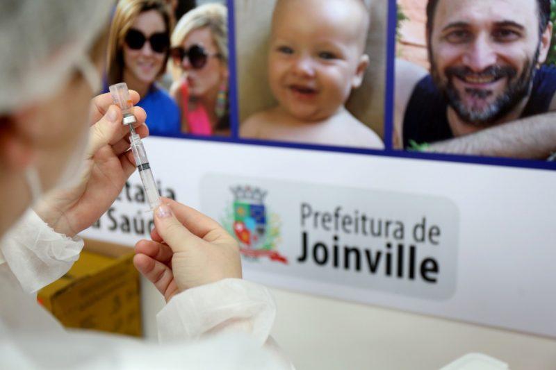 Idosos com mais de 60 anos e profissionais de saúde podem se cadastrar – Foto: Rogério da Silva/Prefeitura de Joinville