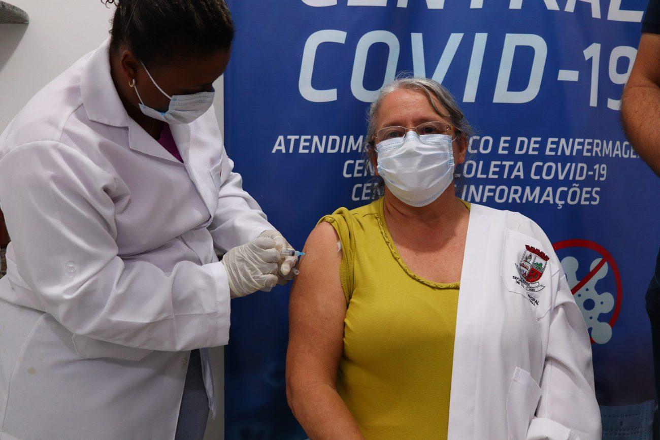 Lindair Taraciuk, 56 anos, é vacinadora em Penha. - Aleson Padilha/Prefeitura de Penha
