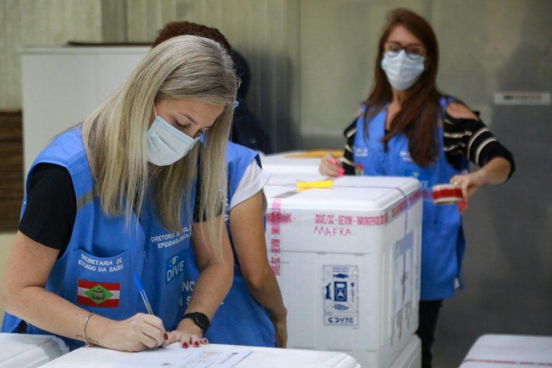 Santa Catarina recebe 144.700 doses de vacinas contra a Covid-19