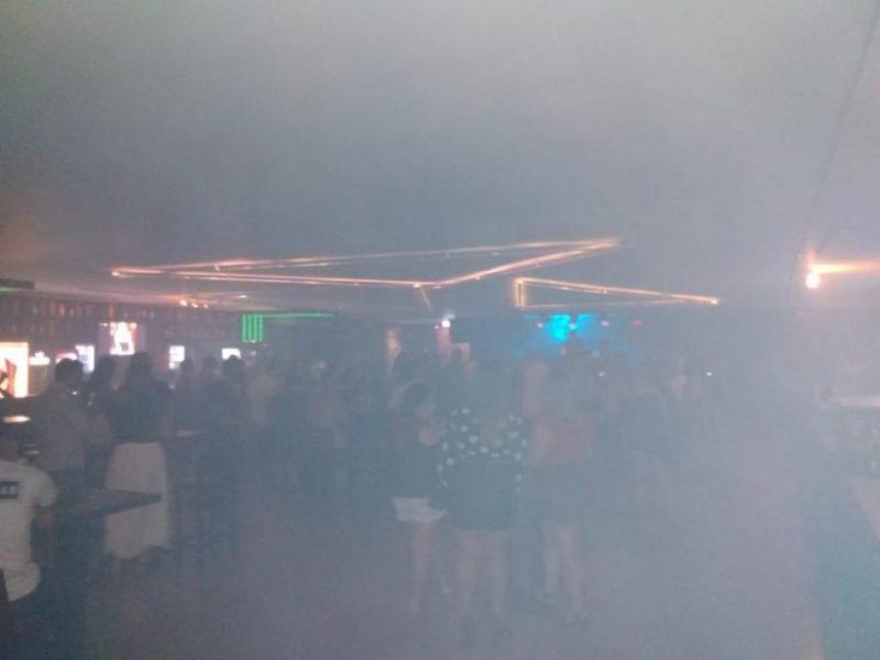Somente entre sexta-feira e domingo, sete bares e tabacarias foram interditados – Foto: Divulgação