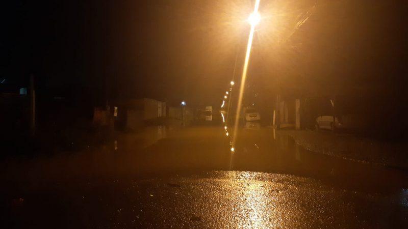 Diversos pontos da cidade ficaram alagados nesta sexta-feira (12)- Foto: Divulgação/ND