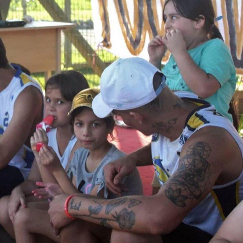 Raphael Figueiredo abriu vaquinha para instalar tabela de basquete em comunidade da zona Sul de Joinville – Foto: Reprodução/Redes Sociais