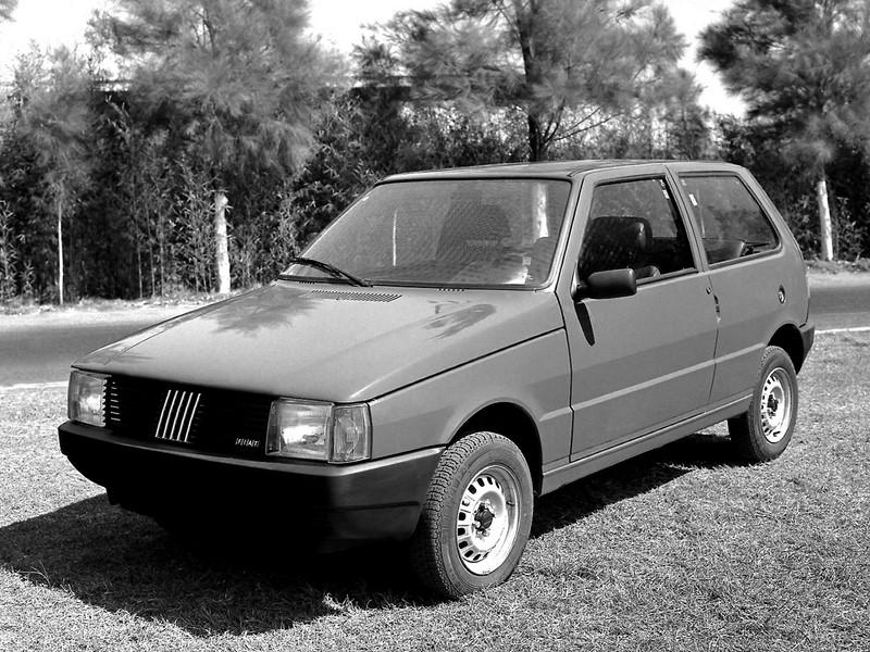 Fiat Uno CS 1.3 1989 - R$ 8.500 - Foto: Divulgação/Fiat /Garagem 360/ND