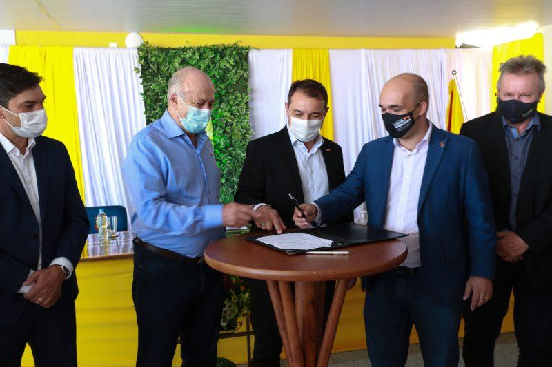 Governador anunciou repasse aos municípios do Meio-Oeste em inauguração da escola Princesa Izabel, em Lebón Régis.