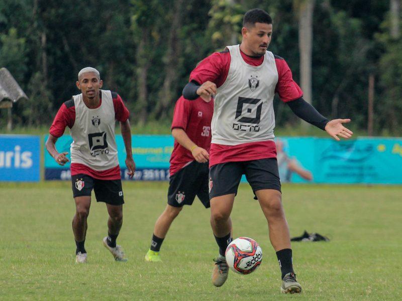 Dos 29 jogadores inscritos, 22 tiveram resultado positivo para a Covid-19 – Foto: Vitor Forcellini/JEC