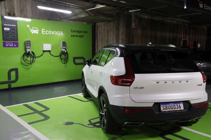 Volvo e EnelX vão instalar 250 eletropostos em estacionamentos da Estapar - Foto: Divulgação