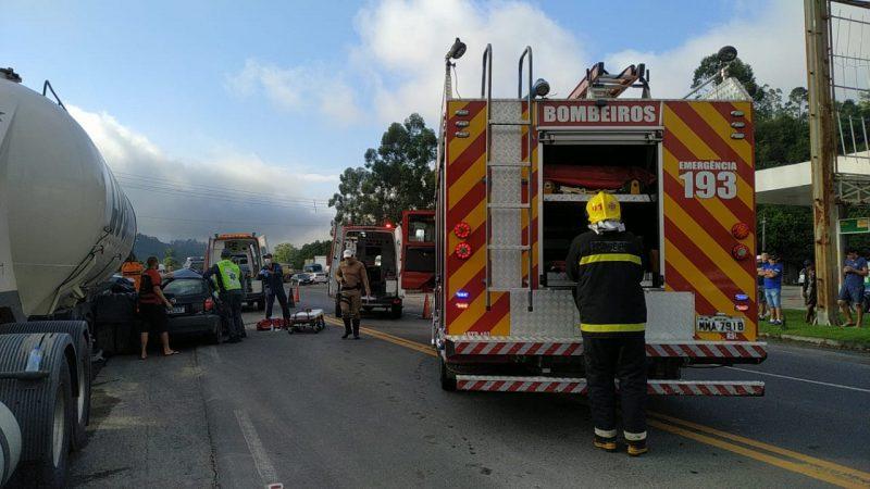 Acidente entre carro e caminhão acaba em mortes no Alto Vale do Itajaí – Foto: Reprodução/Redes sociais