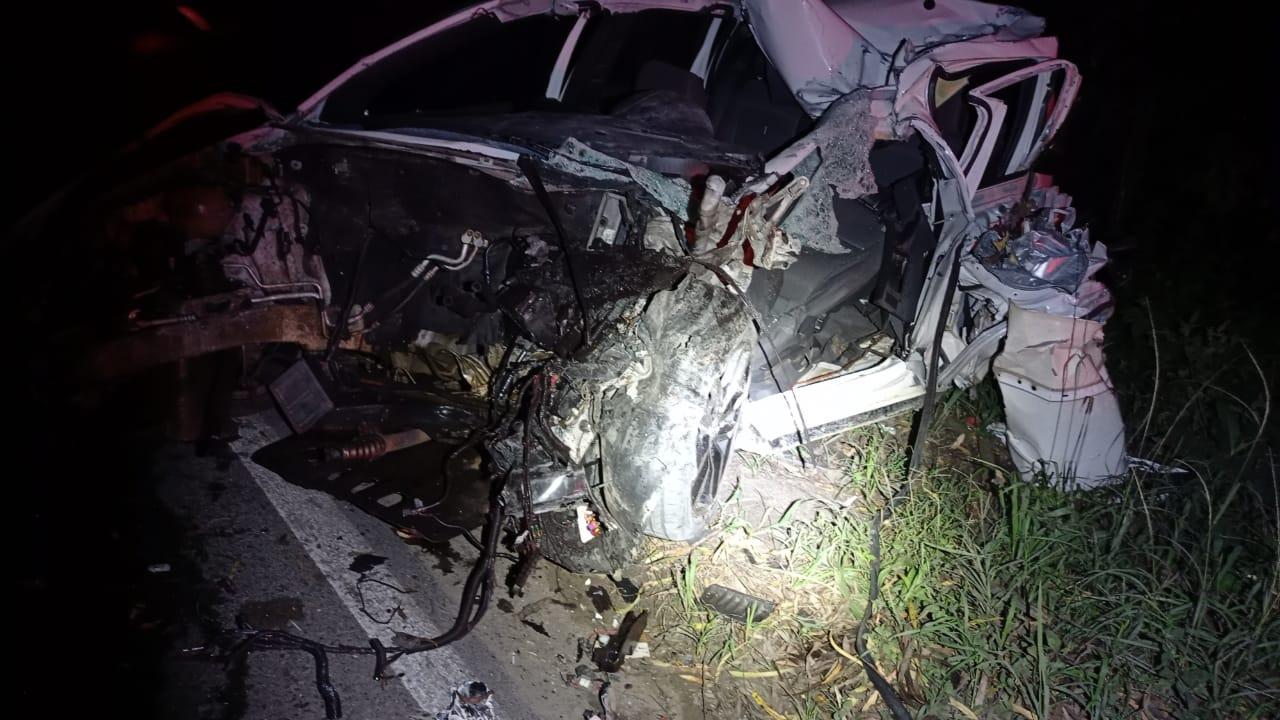 Acidente entre carro e caminhão resulta em uma morte na BR-470 - PRF/Divulgação